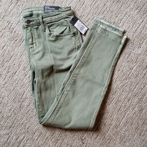 Mossimo jeans. Pale Green. NWT. Size 6 curvy.